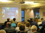 wicedyrektor ORE Bożena Mayer-Gawron prowadzi seminarium