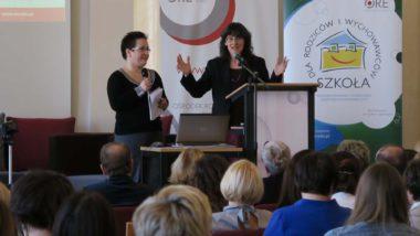 Wystąpienie Joanny Faber w towarzystwie tłumaczki