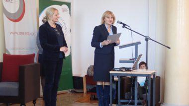 od lewej: wicedyrektor ORE Marzenna Habib i dyrektor Jadwiga M. Szczypiń