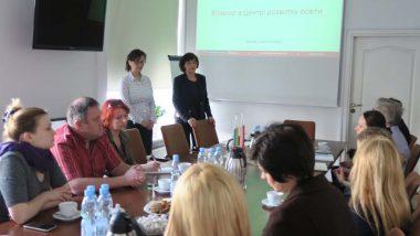 Wicedyrektor ORE Beata Jancarz-Łanczkowska i Marina Warsimaszwili wygłaszaja prezentację wstępną