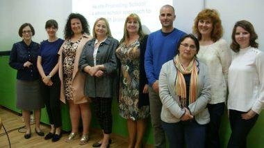 Wspólne zdjęcie uczestników wizyty studyjnej zWicedyrektorem ORE Marzennę Habib orazpracownikami Wydziału Wychowania iProfilaktyki