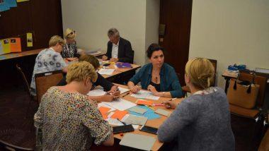 Grupa pracuje podczas warsztatów