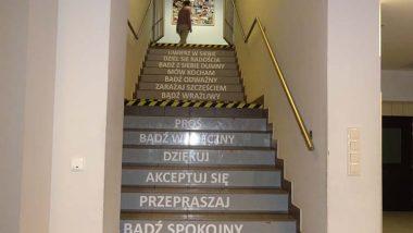 Schody na stołówkę w ZSP Małopolskiej Szkole Gościnności w Myślenicach