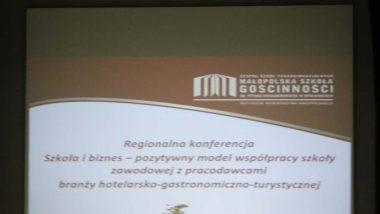"""Strona tytułowa prezentacji na regionalną konferencję """"Szkoła i biznes"""" - pozytywny model współpracy szkoły zawodowej z pracodawcami branży hotelarsko-gastronomiczno-turystycznej"""