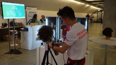 prezentacja w przestrzeni targowej umiejętności Roberta Stachowskiego, reprezentanta Polski w konkurencji fryzjerstwo na turnieju umiejętności zawodowych EuroSkills 2018