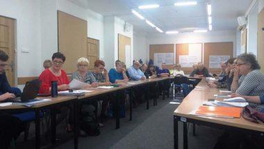 Przedstawicieli blisko 30 jednostek samorządu terytorialnego uczestniczący w specjalnym spotkaniu organizowanym wspólnie przez Ośrodek Rozwoju Edukacji i Ministerstwo Edukacji Narodowej