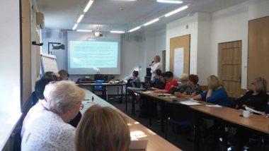 Pani Marzenna Czarnocka przedstawia rekomendacje dotyczące edukacji włączającej