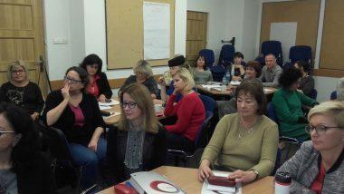 Wizytatorzy ds. specjalnych potrzeb edukacyjnych podczas wykładu na spotkaniu informacyjno-konsultacyjnym