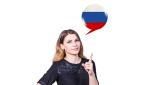 fotografia pochodząca z Adobe Stock, przedstawiająca kobietę i flagę rosyjską w tle