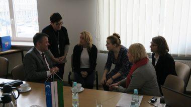 dyskusja w małej grupie z wiceministrem edukacji przedszkolnej Uzbekistanu