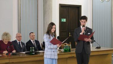 Prowadzący konferencję przedstawiciele Rady Dzieci i Młodzieży przy MEN – Barbara Łabędzka i Konrad Wandrasz