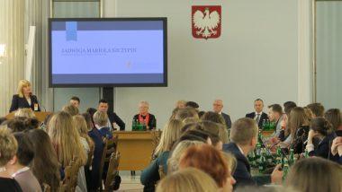 Dyrektor Ośrodka Rozwoju Edukacji Jadwiga Mariola Szczypiń