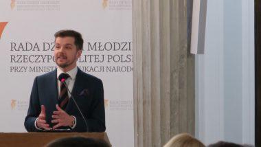 """Radosław Kotarski, autor książki """"Włam się do mózgu"""", podczas wykładu interaktywnego"""