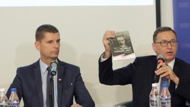 Minister Edukacji Narodowej Dariusz Piontkowski wspólnie z Prezesem IPN Jarosławem Szarkiem zaprezentowali we wtorek najnowsze materiały edukacyjne dla nauczycieli