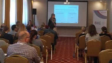 sala plenarna, Anna Pregler prezentuje uczestnikom spotkania założenia projektu Tworzenie e-zasobów do kształcenia zawodowego