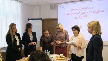 Grupa przedstawicieli ORE ztłumaczem podczas spotkania zGruzinami