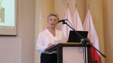 Zastępca Dyrektora Departamentu Wychowania i Kształcenia Integracyjnego MEN Agnieszka Ludwin podczas wystąpienia na konferencji
