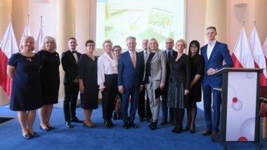 Twórcy gry: przedstawiciele ORE, eksperci i wykonawcy technologiczni – zdjęcie grupowe