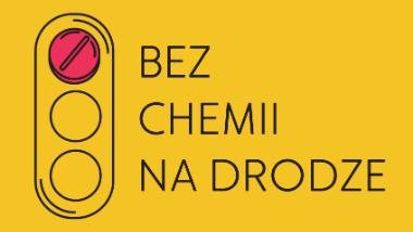 Logo kampanii Bez chemii na drodze. Na żółtym tle przedstawiono sygnalizację świetlną z zaznaczonym światłem czerwonym, obok napis Bez chemii na drodze