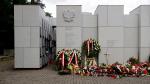 Panteon - Mauzoleum Wyklętych-Niezłomnych naCmentarzu Wojskowym naPowązkach wWarszawie Mateusz Opasiński, licencja: CC BY-SA 4.0