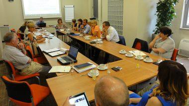 Dyskusja nad potrzebami JST w zakresie wspomagania szkół pod kątem skuteczności w rozwijaniu kompetencji kluczowych uczniów. Spotkanie Miejskiej Grupy Wymiany Doświadczeń w Kielcach w czerwcu 2016r.